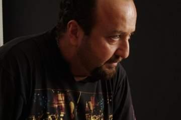 بالفيديو - غسان الرحباني يخالف قانون السير...والـ