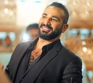 أحمد سعد يواجه منتقدي زواجه من سمية الخشاب ويرد