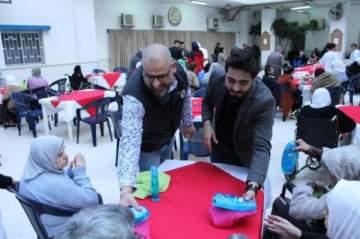 زكريا فحام يحتفل مع المسنين بعيد الأم.. بالصور