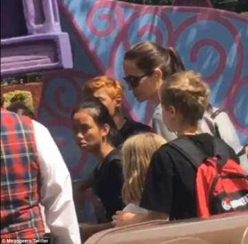 أنجلينا جولي تحتفل بعيد إبنتها في ديزني لاند