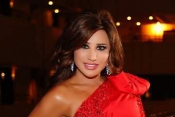 نجوى كرم تسحر جمهورها بفستانها الضيق والأحمر يليق بها.. بالصور