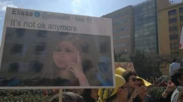 إليسا حضرت في مظاهرة اليوم...بالصورة