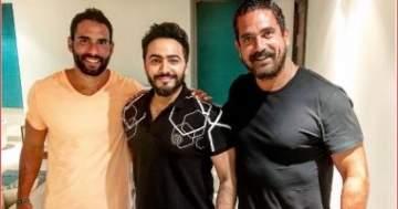 أمير كرارة في صورة مع تامر حسني وعلي مظهر!