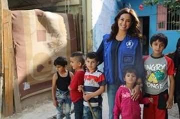 هند صبري تزور اللاجئين السوريين في لبنان: كيف للوضع أن يستمر على هذا الحال؟