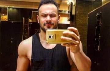 محمد عطية يصدم جمهوره بشكله الجديد.. بالصور