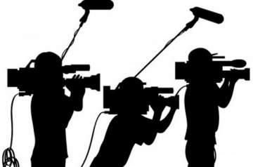 بعد أن قرأ بطريقة معكوسة..الاعلامي الشهير يواجه عقاباً كبيراً ويعتذر- بالفيديو