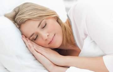 إبتعد عن هذه العادات الخطيرة قبل النوم وإلاّ...
