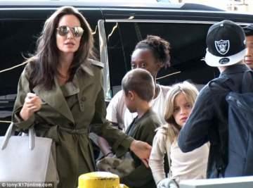 براد بيت يحتفل بعيد الأب من دون أولاده بسبب أنجلينا جولي
