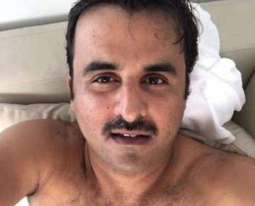 سيلفي عفوية لأمير قطر من غرفته تثير موجة جدل ..بالصورة