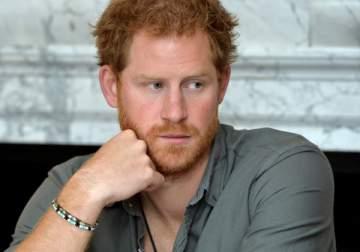 حمل كيت ميدلتون يضع الأمير هاري في مأزق