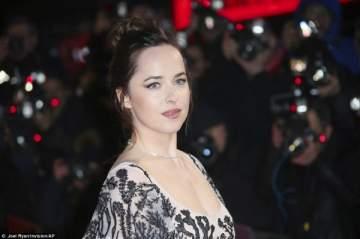 داكوتا جونسون تحضر العرض الأول لفيلمها في لندن