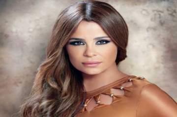 كارول سماحة تعلن تأجيل حفلها في الجامعة الأميركية بالقاهرة