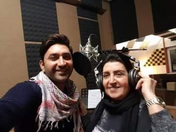 سامر كابرو يغني مع أمه