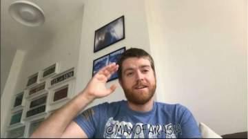 أميركي يتحول إلى نجم لتحدثه بالعربية بلكنة خليجية ..بالفيديو