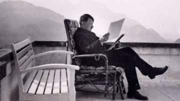 صور نادرة لأدولف هتلر في مزاد علني