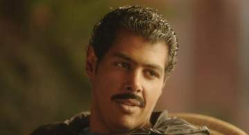 بهذا المقلب قرر عمر مصطفى متولي معاقبة زميله الممثل وهو في نومٍ عميق-بالفيديو
