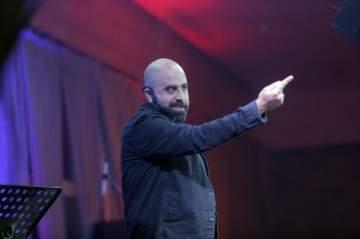 هشام حداد يُضحك العشاق في عيدهم بحضور جمهور كبير..بالصور