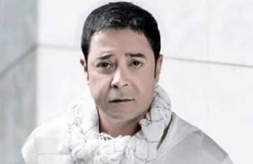 """مدحت صالح يغني تتر مسلسل """"إزي الصحة"""""""