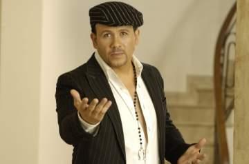هشام عباس ينتهي من تسجيل أغاني ألبومه الجديد