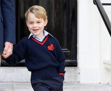 الأمير جورج يسرق القلوب بصورته الرسمية الأولى في أول يوم مدرسة