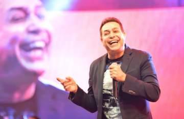 حكيم يغني في القرية العالمية في دبي