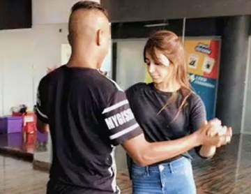 بالفيديو- بعد أشهر من التمارين.. أسيل عمران ترقص السالسا بطريقة محترفة