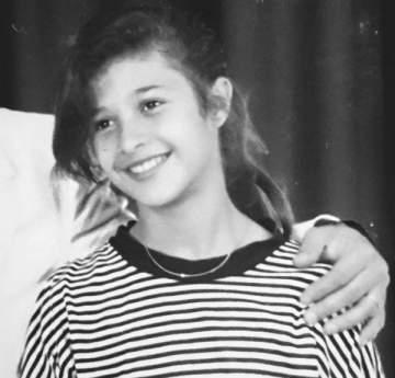 ياسمين عبد العزيز في طفولتها...بالصورة
