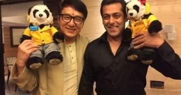جاكي شان يلتقي سلمان خان في الهند خلال الترويج لفيلمه الجديد.. بالصورة