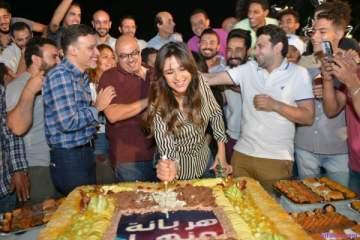 ياسمين عبد العزيز ومصطفى خاطر يحتفلان بآخر يوم تصوير لـ