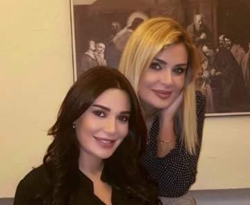 شقيقة سيرين عبد النور تحتضن كريستيانو...وتاليا تصفف لها شعرها- بالصورة