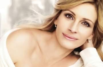 جوليا روبرتس تنفي شائعة انفصالها عن زوجها-بالصورة