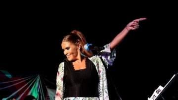 """ألين لحود تغني للعمالقة في مهرجان """"عيد السيدة"""" بحضور جمهور كبير..بالصور"""