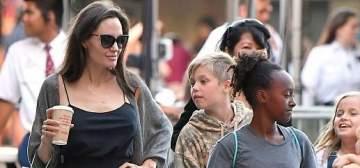أنجلبنا جولي وأولادها في جولة تسوق في لوس أنجلوس
