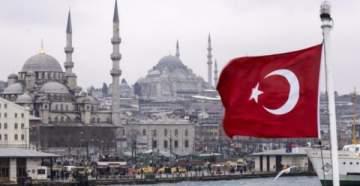 مغنية تركية سيصدمكم الفرق بين عمرها المتقدّم وشكلها الشبابي