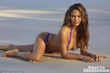 بعد استعادة رشاقتها..كريسي تايغن تعري صدرها على الشاطئ