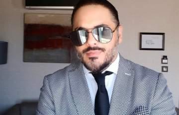 على طريقته الخاصة.. نجل رامي عياش يعزف على البيانو- بالفيديو