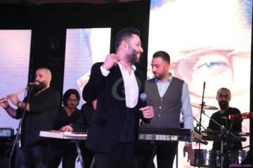 خاص بالصور- زياد برجي يغني للعشاق في دمشق