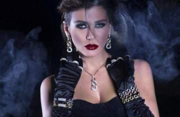 بالفيديو-نادين الراسي ترقص على اليخت