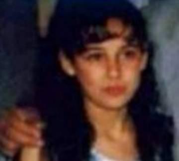 خمّنوا من هي هذه الطفلة التي أصبحت ممثلة عربية شهيرة