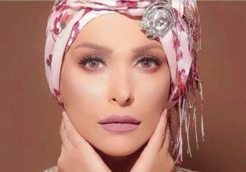 أمل حجازي تحذف كل صورها ما قبل الحجاب!