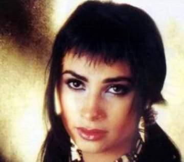 من هي هذه الشابة التي أصبحت نجمة معروفة؟
