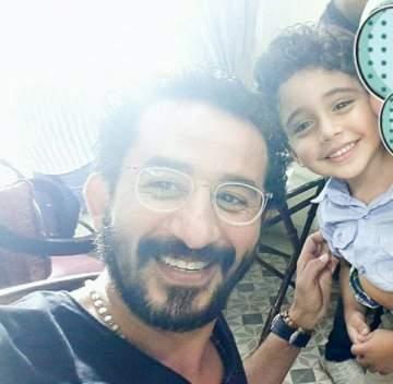 أحمد حلمي يحقق أمنية طفل بمقابلته.. بالصور