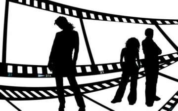 ضبط فنانة شهيرة تمارس حركات جنسية فاضحة مع اعلامي خلال عرض ازياء –بالصورة