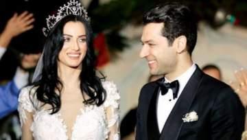 رومانسية وحب بين مراد يلدريم وزوجته- بالصورة