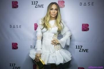هل جينيفر لوبيز حامل من حبيبها أليكس رودريغيز؟ بالصورة