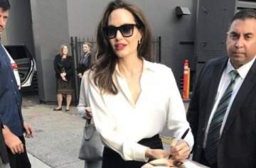 انجلينا جولي تشع جمالاً وأناقة بالأسود والأبيض ..بالصور