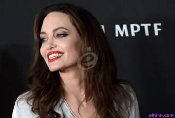 فشلت عملية التجميل التي خضعت لها ..فأصبحت شبيهة أنجلينا جولي!