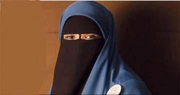 فتاة منقبة تشارك في مسابقة ملكة جمال!