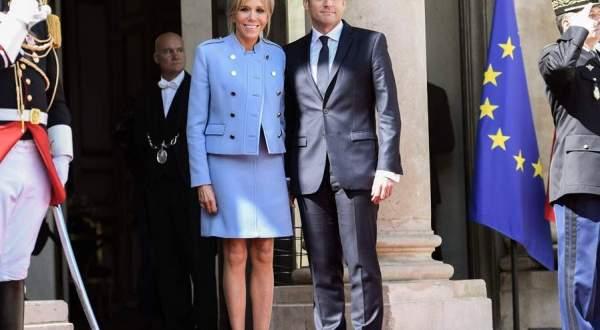 الرئيس الفرنسي ببدلة زهيدة الثمن.. وزوجته تقلد ميلانيا ترامب وجاكلين كينيدي