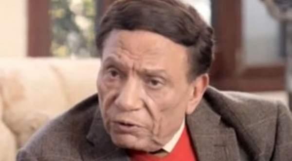 بالفيديو- عادل إمام يفاجئ مراسلة بهذا التصرف 